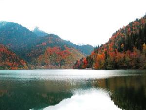 lake-Ritsa-1
